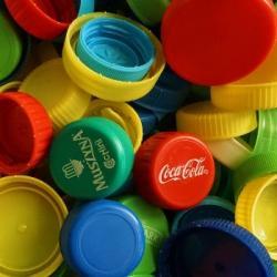 Les bouchons d'amour, recycler le plastique pour la bonne cause