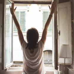 Les apéros fenêtres : entretenir la convivialité, même confinés