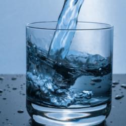 """La Minute Diététique : """"boire trop d'eau, même confiné, c'est mauvais pour la santé !"""""""